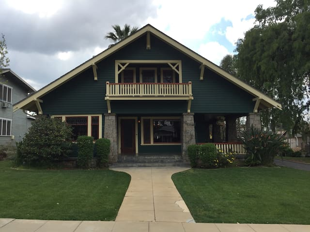 Historic Southside Bungalow - Redlands - Hus