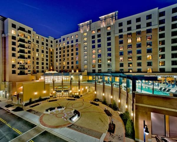 Wyndham National Harbor * 2BR Presidential Suite