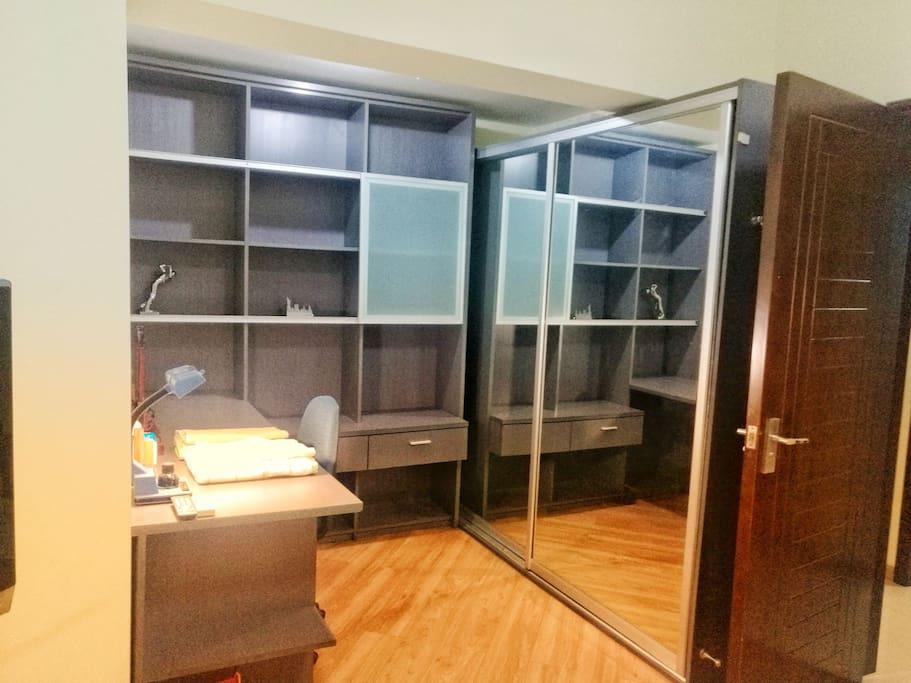 卧室1 书桌、书柜、衣柜