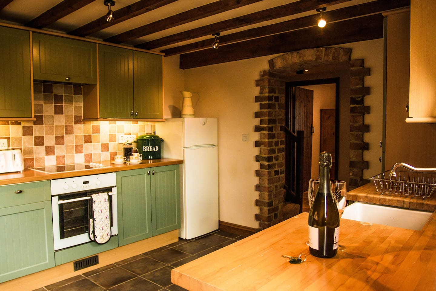 Lodge Barns - Dovecote - Place for families to all meet or group of friends. Fully fitted kitchen with large dinning and sitting area.