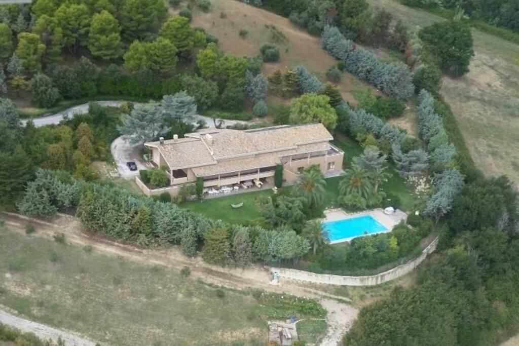 Vista aerea Villa Capodarco Piccolo Resort e B&B