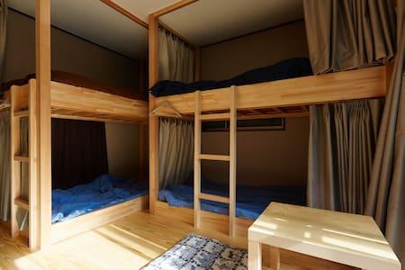 Male dormitory with bunk beds - Hostel Hana An - Katsushika-ku