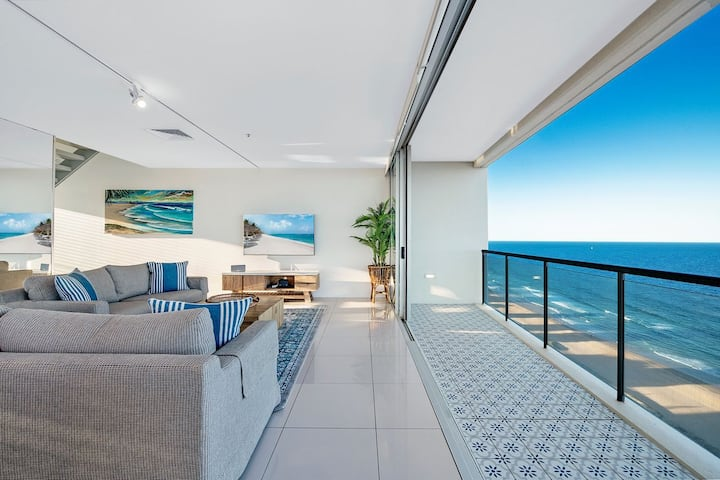 Air on Broadbeach 2 Level Private Apartment