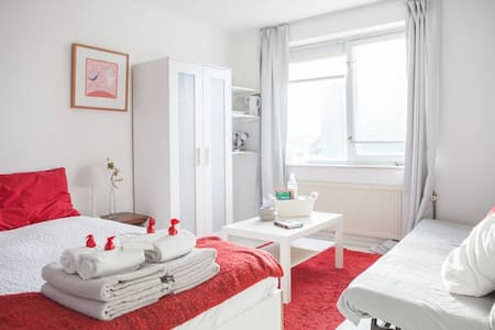 The Rooms Up & Downstairs - Free parking - Amsterdam - Bed & Breakfast