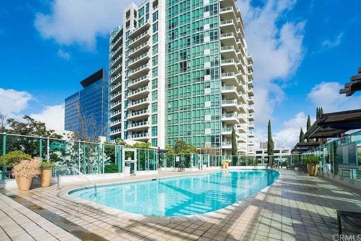 Luxury High Rise Condo and Resort Living in Irvine