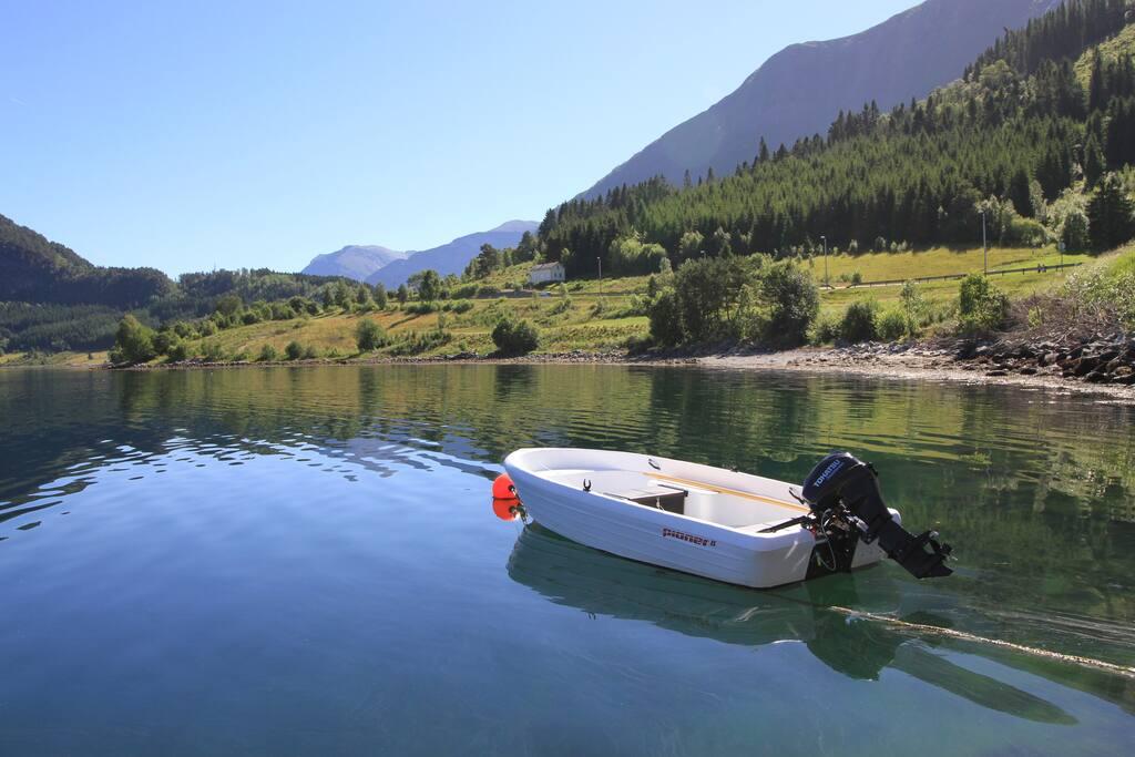 Ny båt i 2018 som er inkludert i leien. Huset ligger midt i bildet