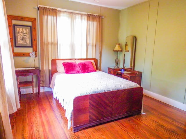 Second bedroom, full-size (double) bed
