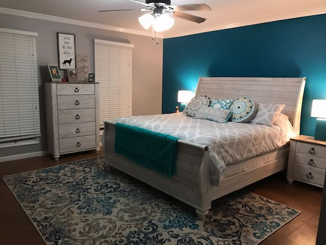 Centrally located-- Teal Townhouse