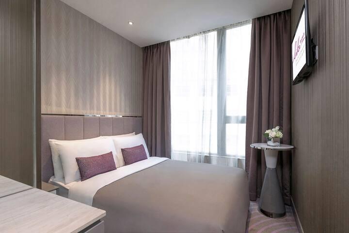 酒店豪華大床客房,免費使用WIFI, IDD及健身室