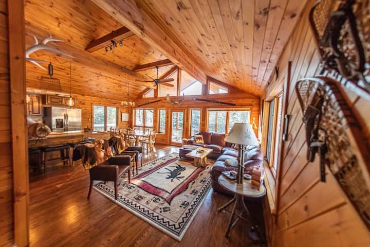 LooseMoose Lodge & hot tub ski chalet!