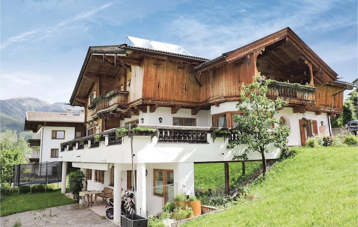 Stunning home in Kartitsch with WiFi and 2 Bedrooms