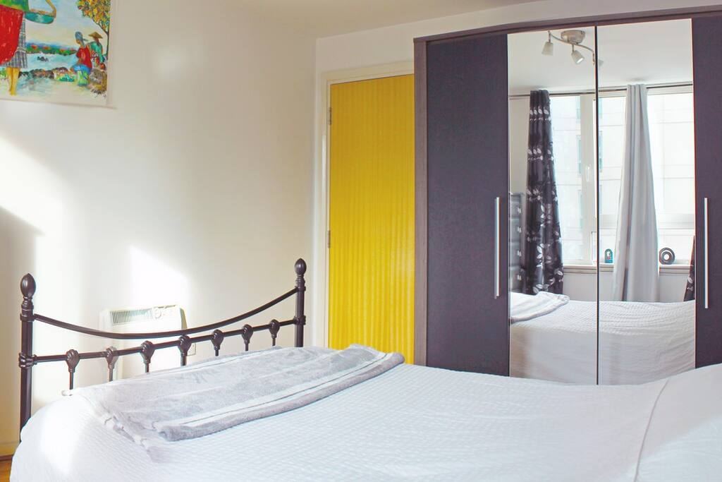 Spacious double bedroom in central London (zone 1)