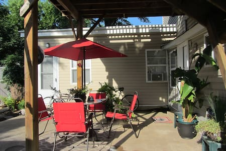 Central, Self contained, Cozy Apt.  - Fredericksburg