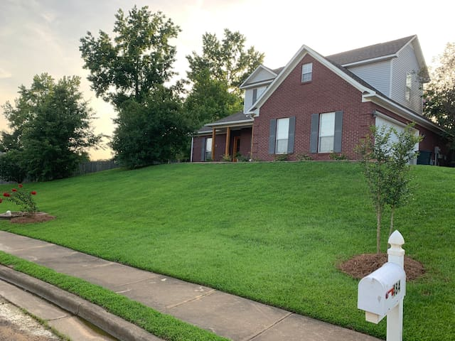 Spacious 3 bed, 2.5 bath  Home-Away-From-Home