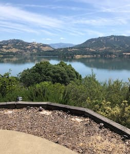Lake Mendocino Guest Suite, Secluded and Beautiful