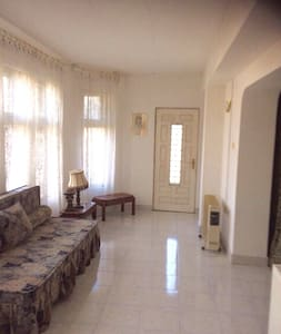 Room in a pleasant house with garden, near beaches - Techirghiol - Hus