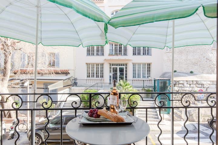 Cutest balcony, Antibes Provencal Market. HS WIFi*