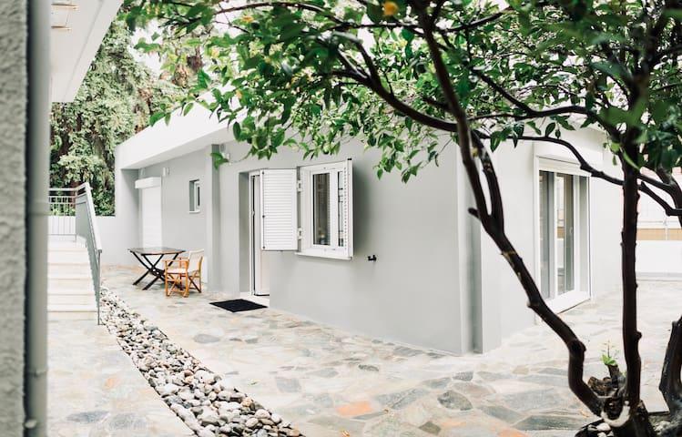 Minimal residence near the beach