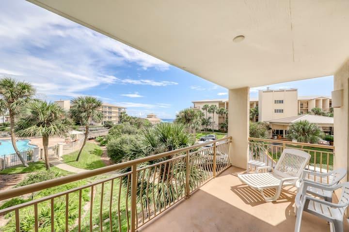 New listing! Gorgeous condo w/ shared lagoon style pool, hot tub, & beach access