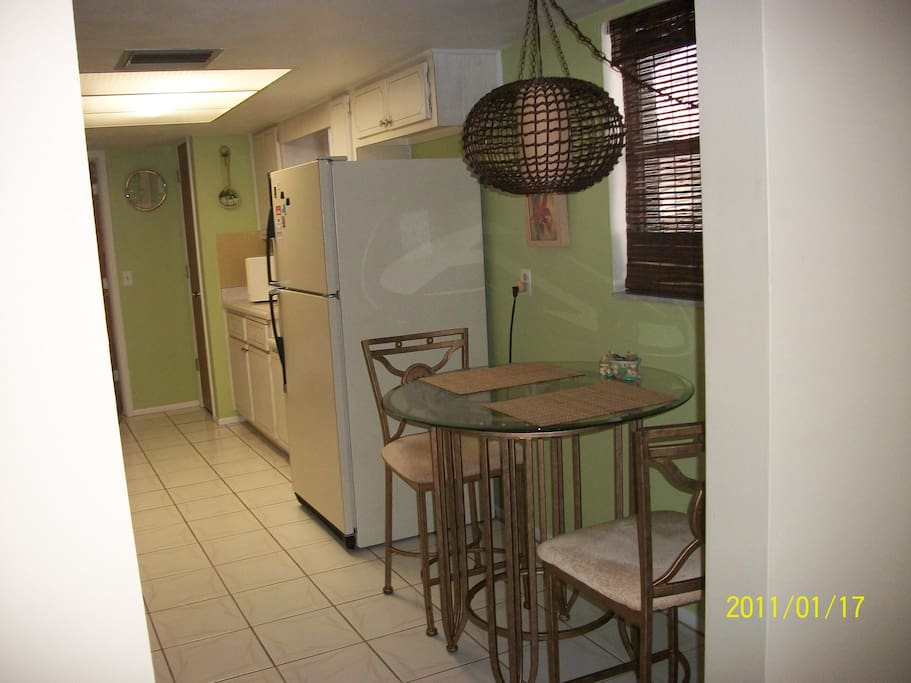 Eat-In Kitchen and Snack Bar w/Stools.