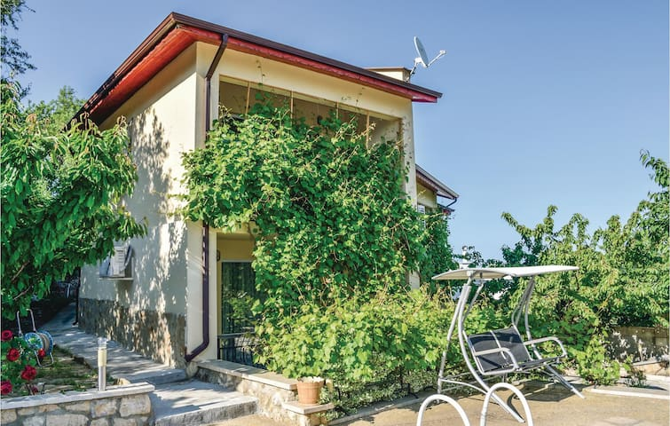 Holiday cottage with 2 bedrooms on 240 m²