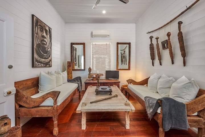 Jalan Byron Room 3 -  heart of Bangalow village.