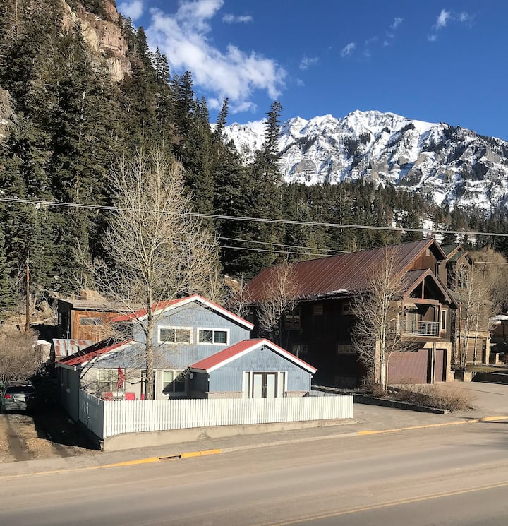 Historic Cabin - Air Conditioning!! - Great Outdoor Space - Pet Friendly!