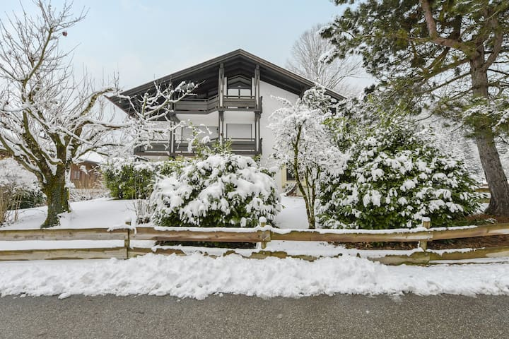 "Cosy ""Residence Panoramic View"" with Balcony, Wi-Fi & Mountain View; Parking and Garage available"