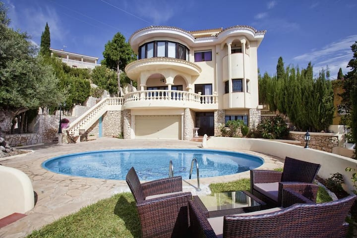 Villa Bellevue, private pool and panoramic view