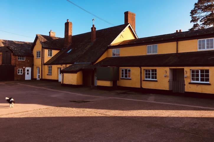 Elbury Farm Lodge - Bedroom No1