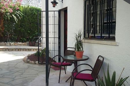 Apartamento con terraza y jardín - Calafell