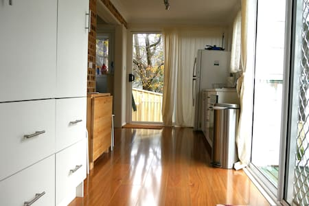 Fully Self-Contained Modern Studio - Apartment