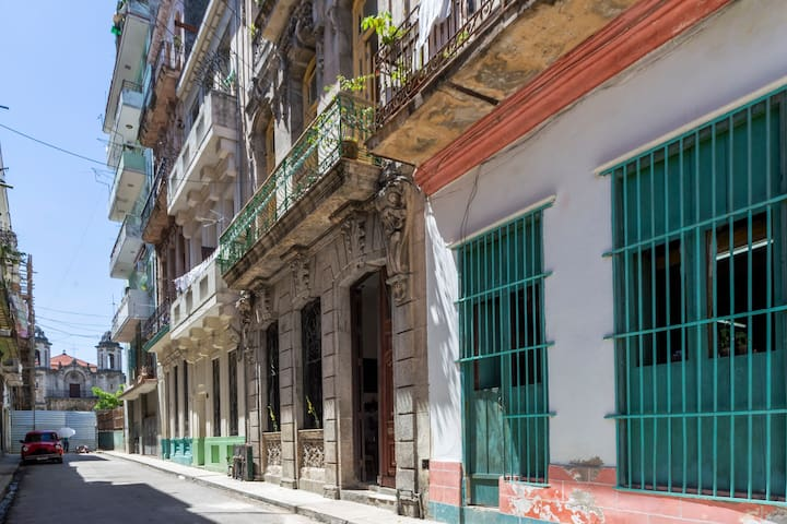Old Havana-Plaza del Cristo/Apartamento Colonial.