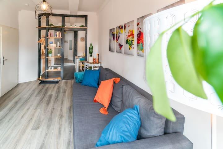Ein Blick vom Wohnzimmer in die Küche.