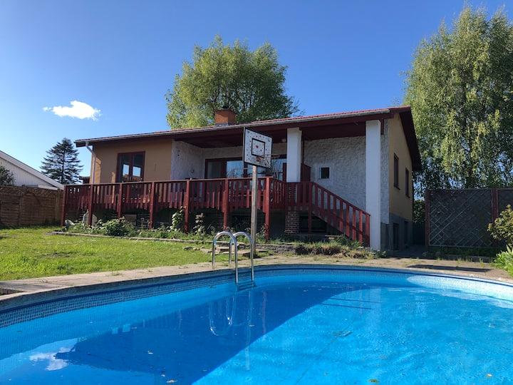 Charmerende hus med pool og have, 25 min fra KBH