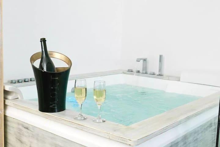 Relax Suite | Indoor Jacuzzi