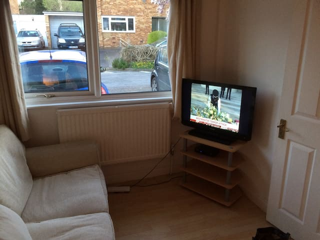 Double with TV sitting area. WiFi Parking on drive