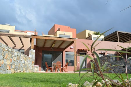VILLA PASIPHAE- BRAND NEW-2min walk from the beach
