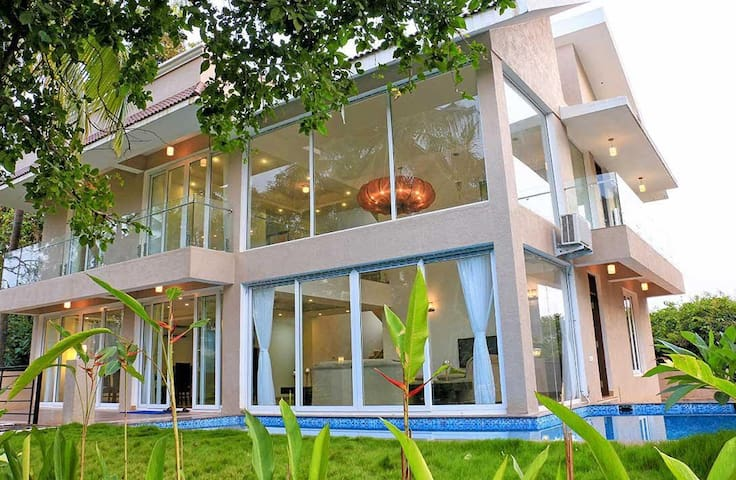 Sea Horse Glass Villa-4Bedroom with a private pool