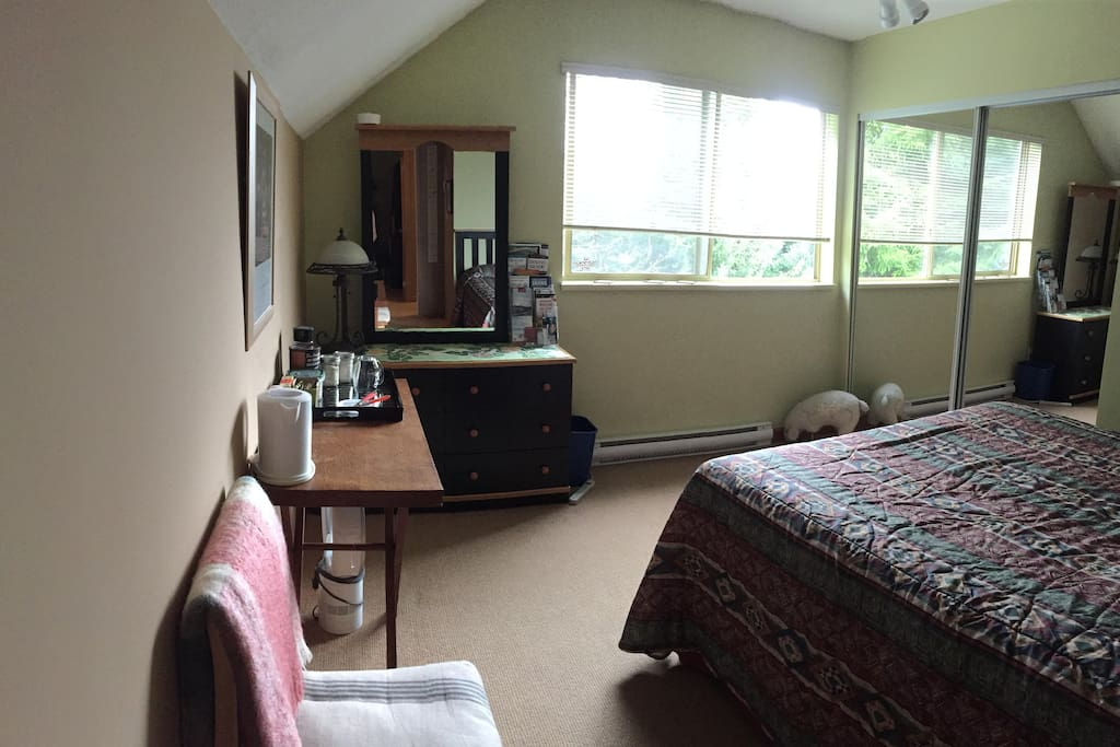 Sunny queen sized room with coffee/tea/hot choc in room