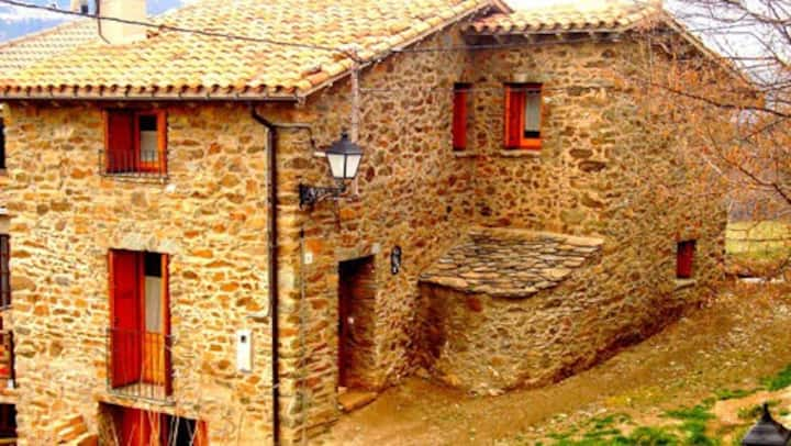Ca l'Andreu-Casa con vistas al Valle de Ribes