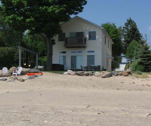 Luxury Beach House W/ Hottub Overlooking the Water