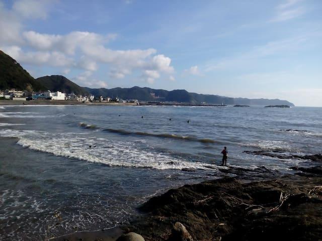 """海まで徒歩3分!サーフィンに最適!!""""マルキポイント""""まで車で3分♪波乗り仲間・家族連れにおススメ☆ - Kamogawa - Casa"""