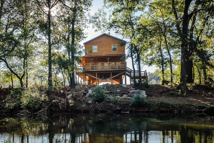 The Highwater Cabin!! Right on the River!