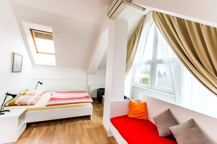Moderen studio Bine*** with private parking and AC