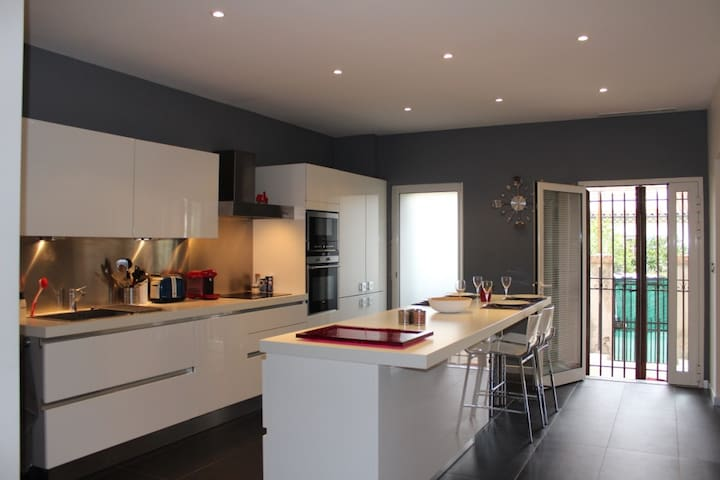 Bel appartement avec jardin dans villa Niçoise - St-Laurent-du-Var - Lägenhet
