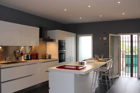 Bel appartement avec jardin dans villa Niçoise - St-Laurent-du-Var - Appartement