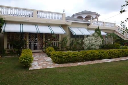 Horizon Villa - Falmouth