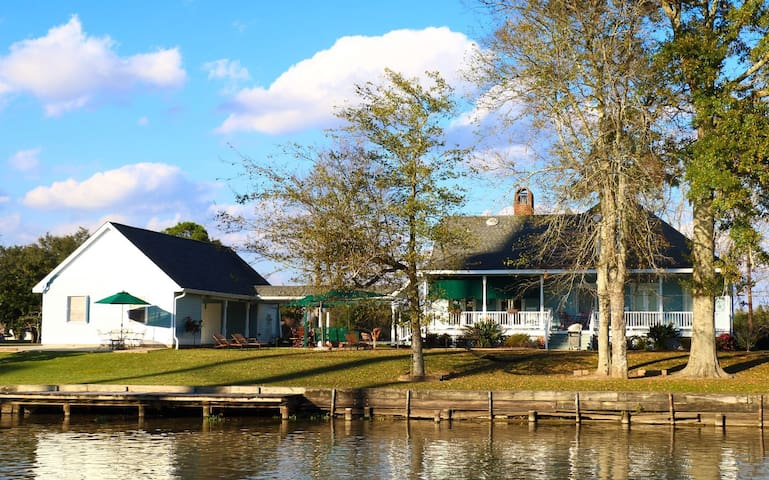 A Chateau on the Bayou B&B - BR 2 - Raceland - Bed & Breakfast