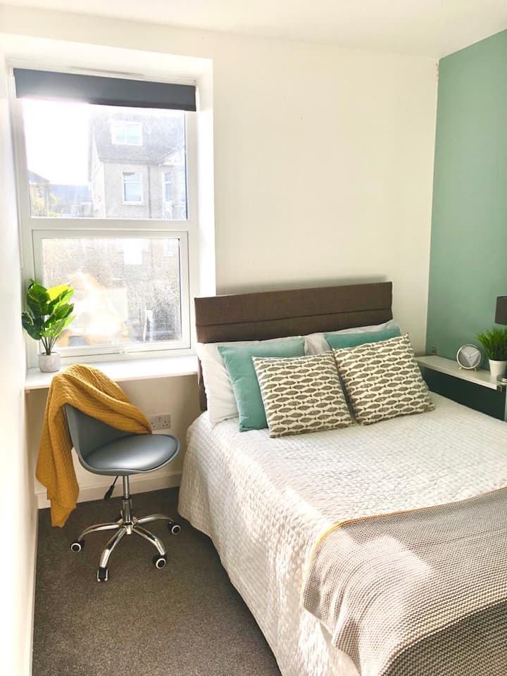 Greenway Stays - Small Double Room in Falmouth